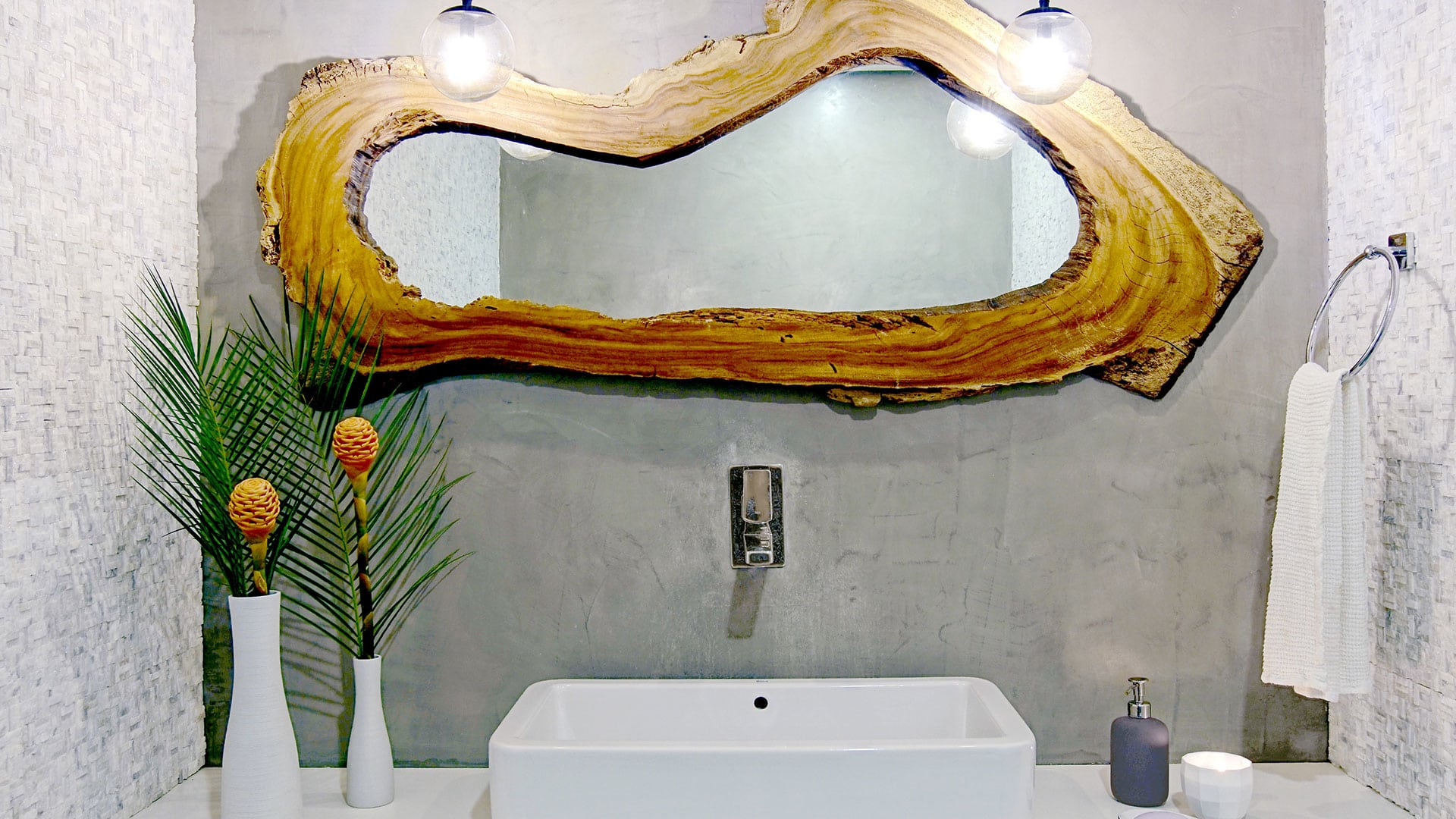 Casa Frisons Bathroom Sink & Toilet